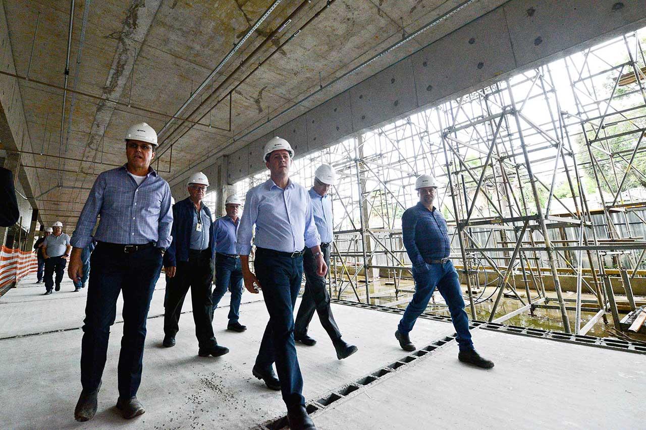 Projeto, abandonado pela antiga gestão, segue com serviços ativos; conclusão será no ano que vem