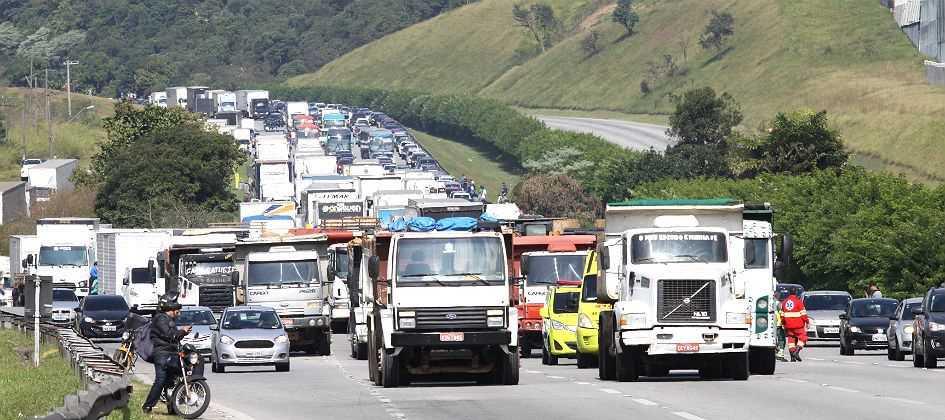 O Planalto da rodovia dos Imigrantes segue com registro de lentidão nos dois sentidos, do km 23 ao km 24, por causa de manifestação