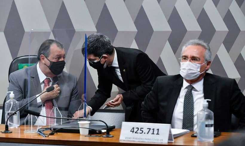 Senador Renan Calheiros (D) trocou xingamentos com Flávio Bolsonaro durante CPI