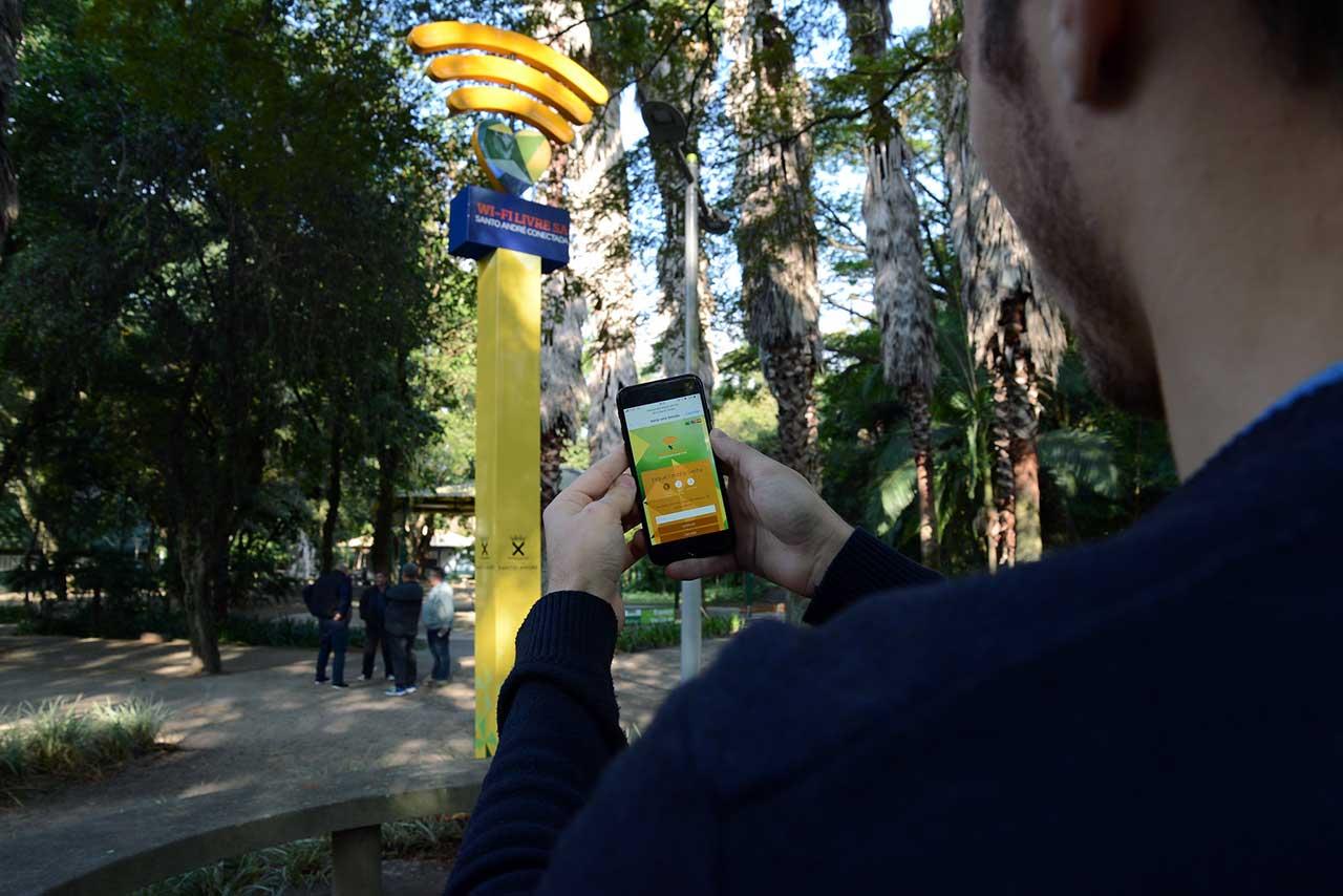 """Acesso à internet será livre em todos os parques da cidade com o programa """"Wi-fi Livre SA – Santo André Conectada""""; Parque Celso Daniel é o terceiro a oferecer o serviço"""