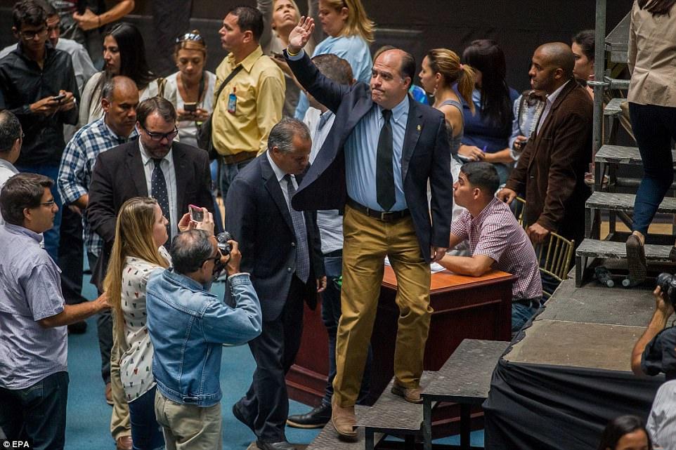 Julio Borges, presidente da Assembleia Nacional da Venezuela, denuncia convocação de Constituinte sem respaldo de votação popular
