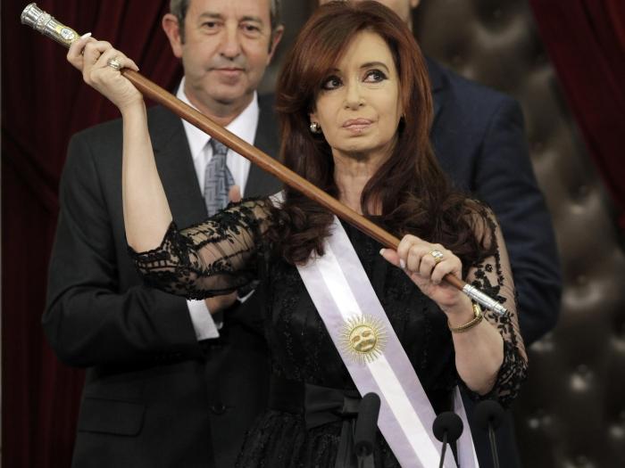 Com um tumor maligno na tireoide, a presidenta da Argentina, Cristina Kirchner ficará afastada das funções públicas da próxima semana até o dia 24 de janeiro.