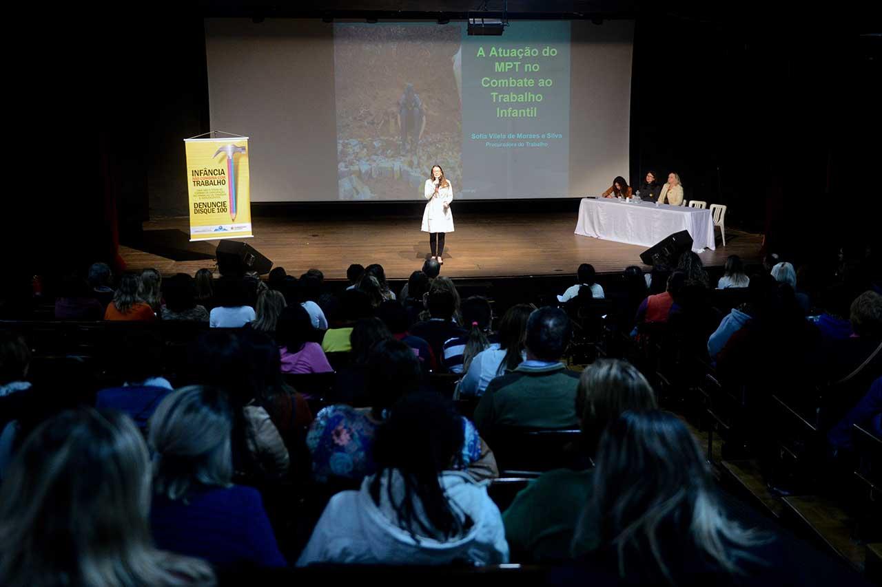 Debates destacaram o papel incisivo do município no enfrentamento de situações de trabalho entre crianças e adolescentes