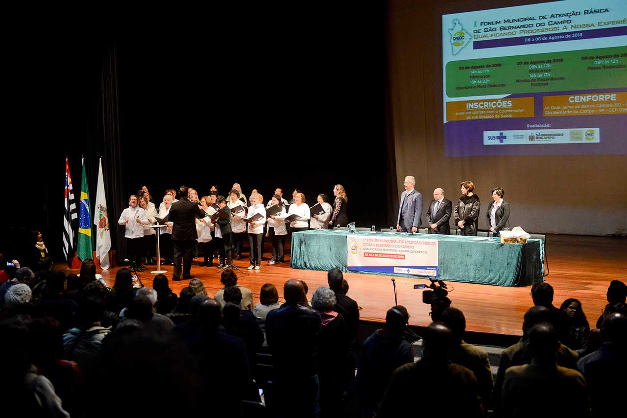 Evento tem o objetivo de capacitar profissionais e alunos da Saúde do município; ato reuniu 1.100 inscritos
