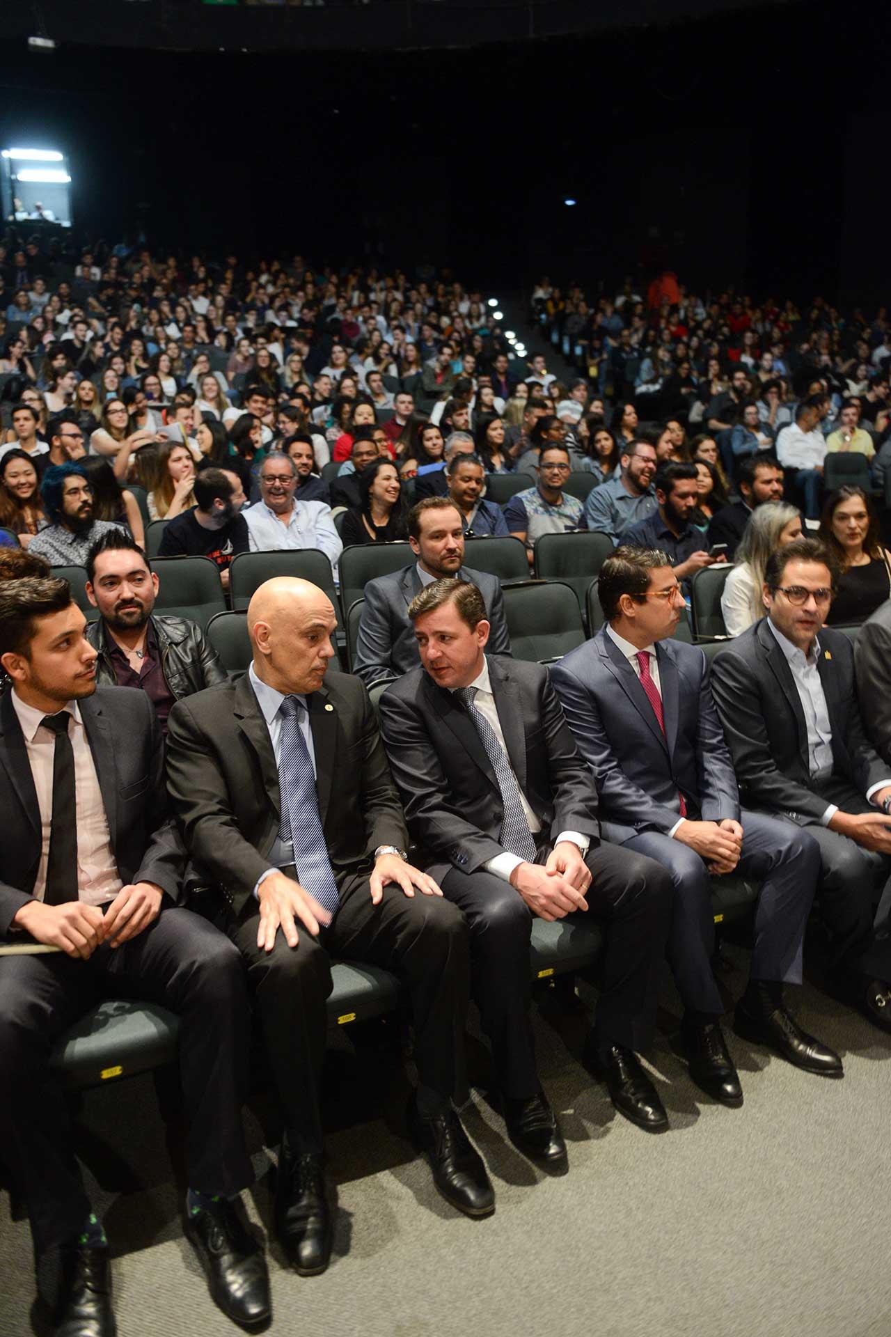 Convidado pelo prefeito Orlando Morando, ministro Alexandre de Moraes compartilha seu conhecimento sobre a Carta Magna para mais de 1.700 estudantes da Faculdade de Direito