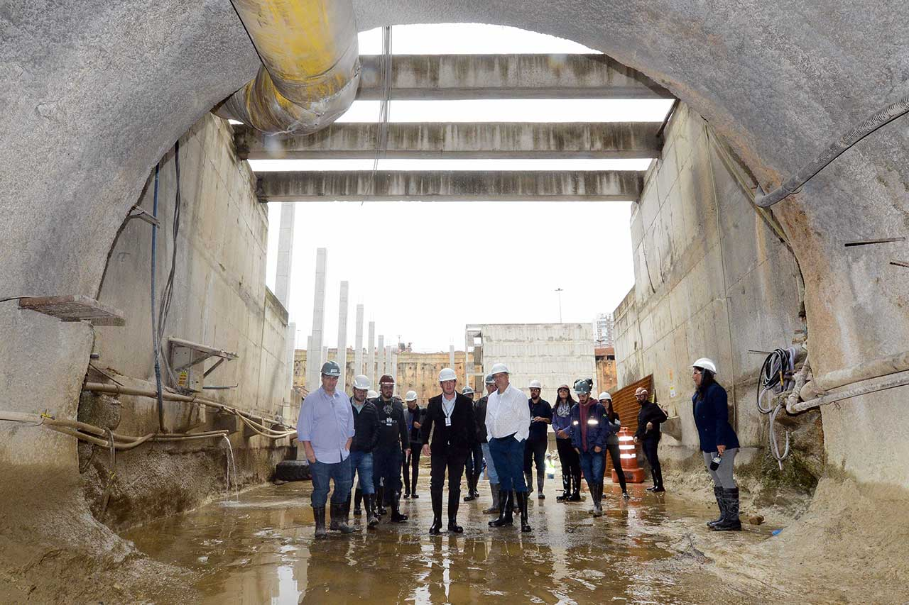 Prefeito Orlando Morando autorizou demolição de estrutura que separava duas frentes de trabalho paralelas do projeto nesta quinta-feira