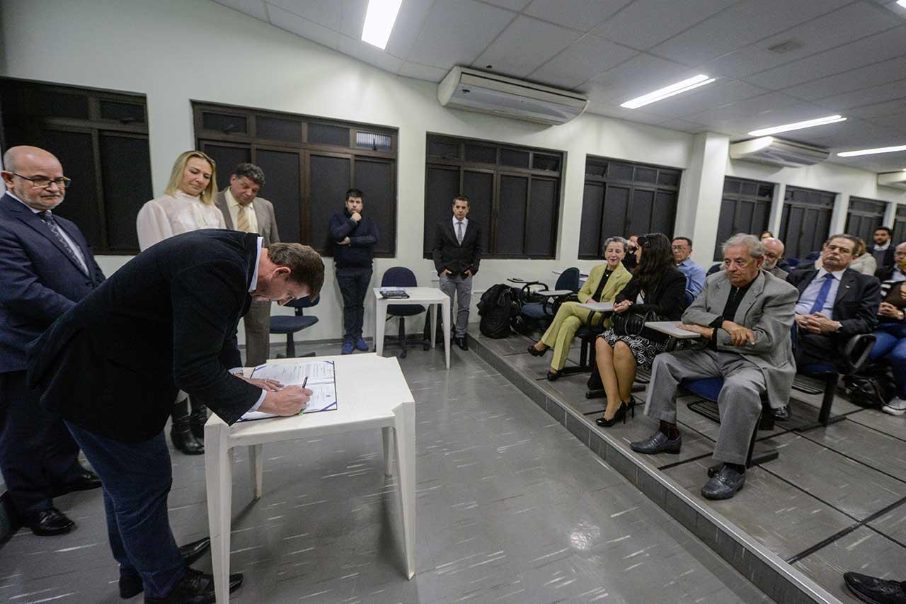Município firma convênio com Conselho Regional de Contabilidade para avanço de ações que melhoram a arrecadação, sem aumento de imposto