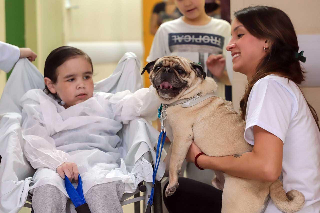 Na última sexta-feira (24), equipamento recebeu segunda edição da Pet Terapia