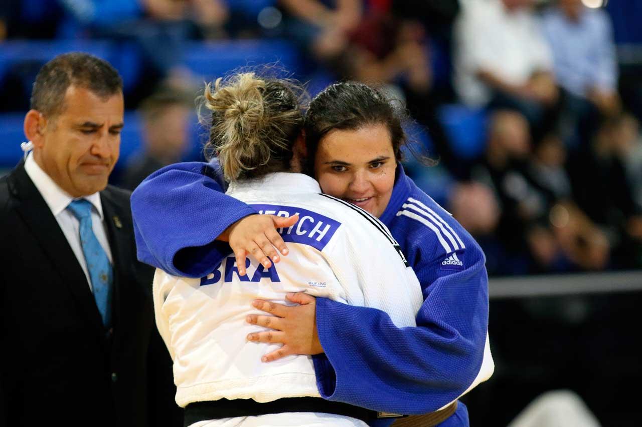 Rebeca Silva subiu ao lugar mais alto do pódio no Campeonato das Américas IBSA de Judô Paralímpico, realizado entre 20 e 23 de maio