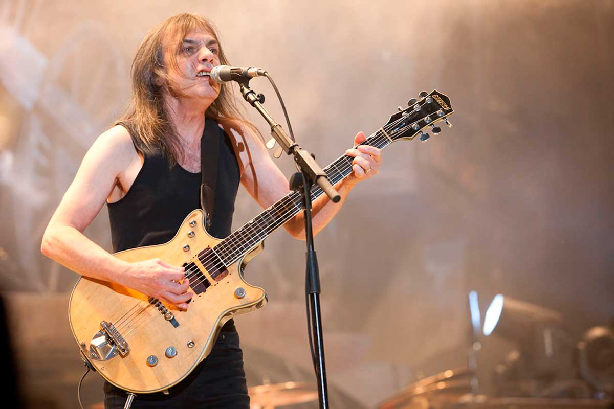 Guitarrista do AC / DC e co-fundador da banda, Malcolm Young, morre aos 64 anos