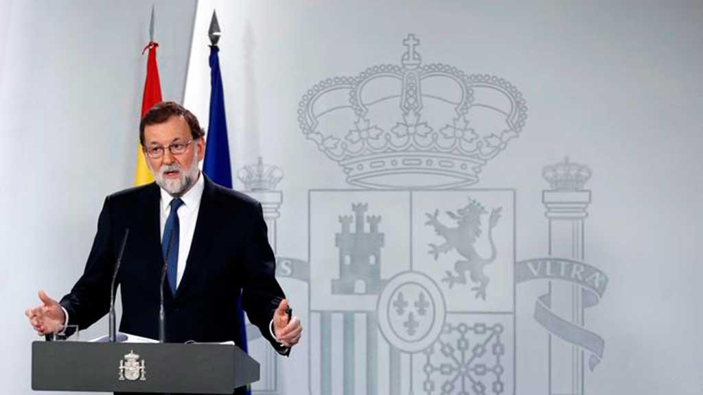 O presidente do governo da Espanha, Mariano Rajoy, anuncia intervenção na Catalunha em entrevista no Palácio Moncloa, em Madri
