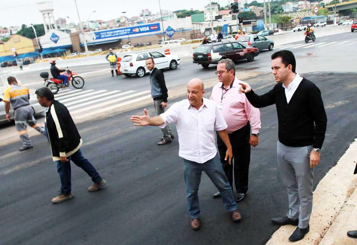 A nova ponte da avenida dos Estados, localizada na altura da rua Augusto Ruschi (próximo ao Sam's Club), foi aberta ao tráfego na tarde desta segunda-feira (6)