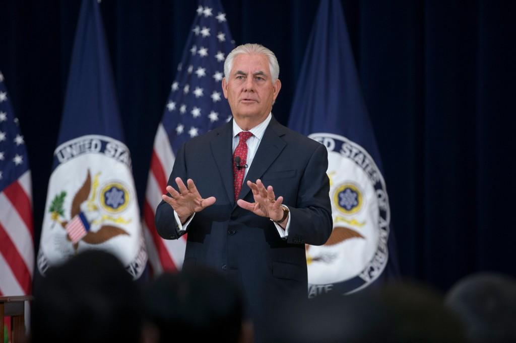 O secretário de Estado americano Tillerson ligou para seu colega russo Lavrov para anunciar a medida