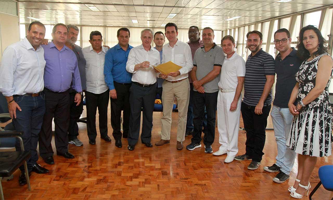 Vereadores de Santo André entregam ao prefeito Paulo Serra ideia de comissão especial com representantes da sociedade civil