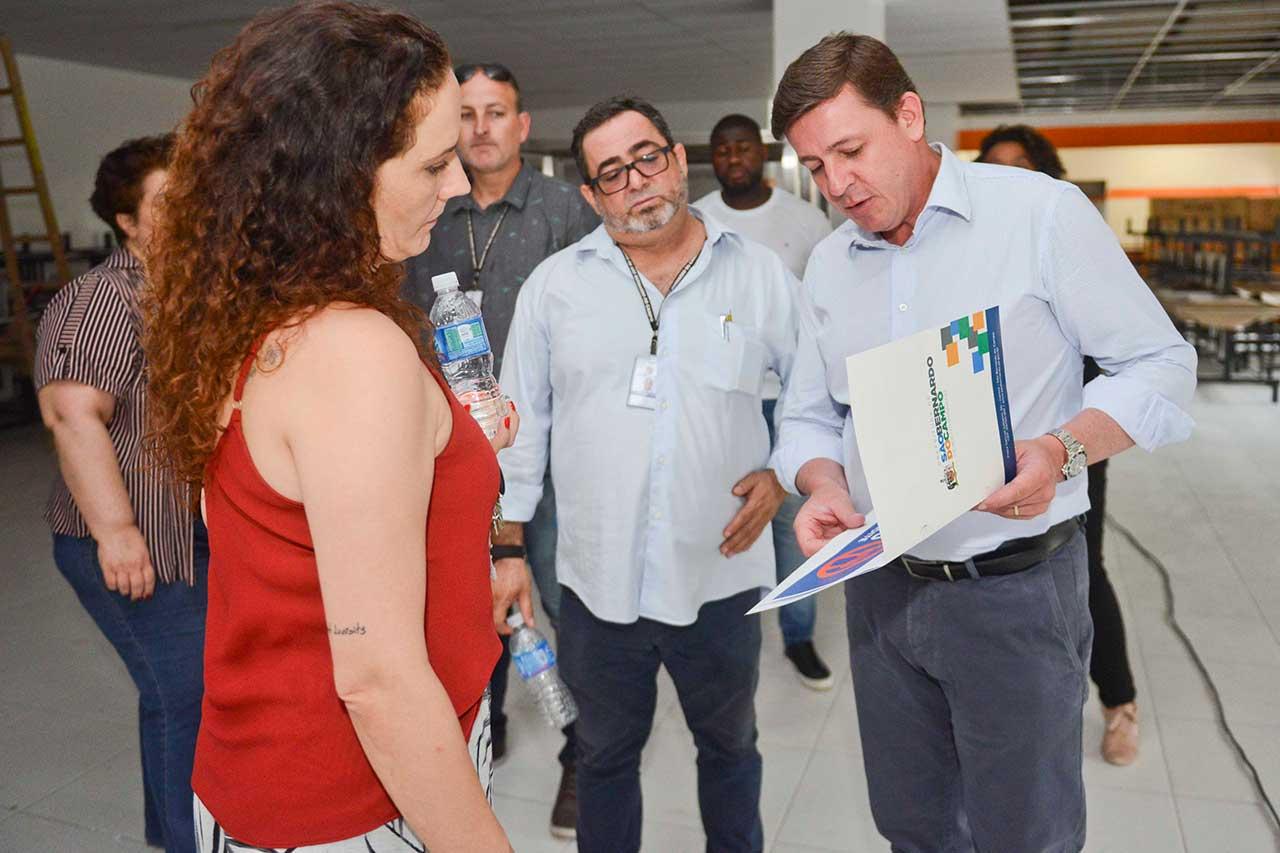 Orlando Morando vistoria local onde será inaugurado o Bom Prato