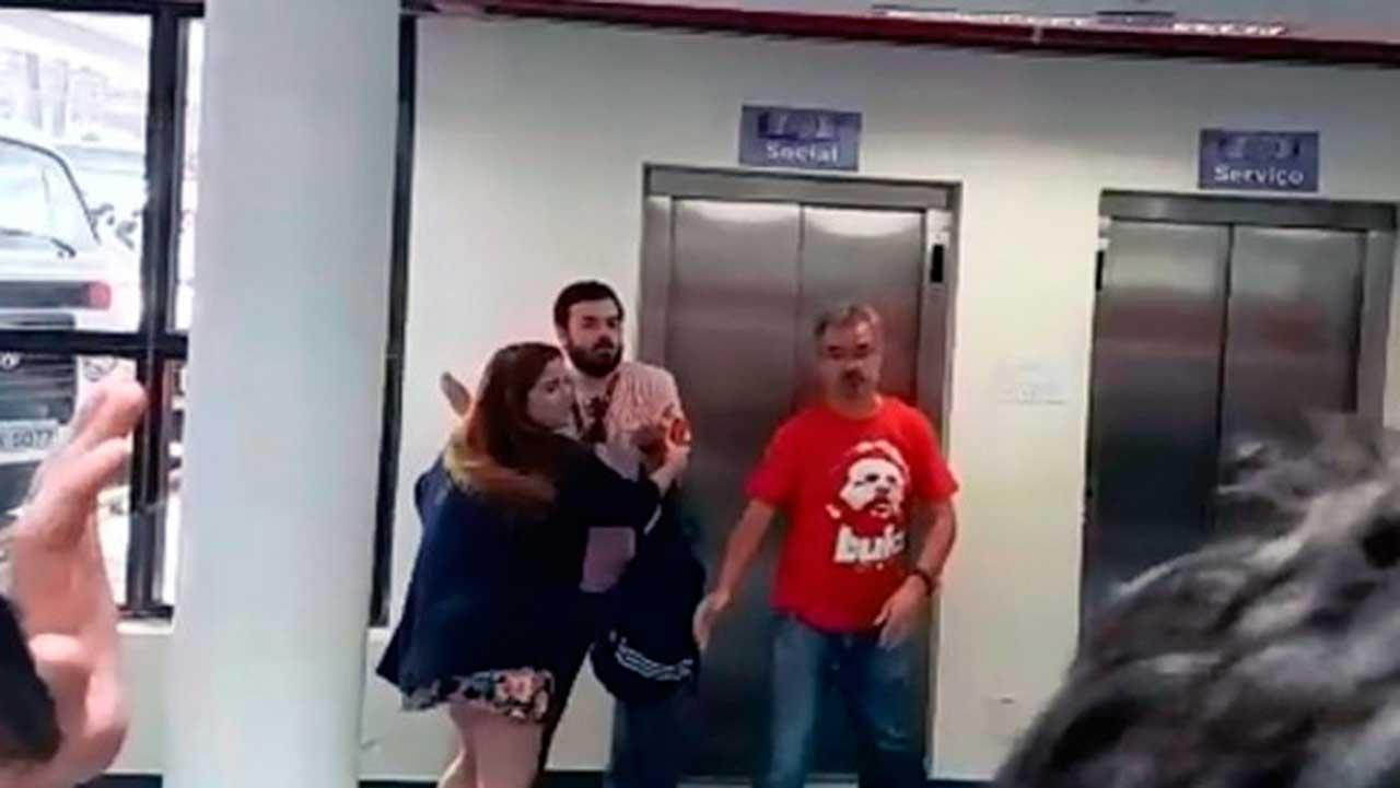 Jornalista é agredido por simpatizantes de Lula no Sindicato dos Metalúrgicos em São Bernardo do Campo