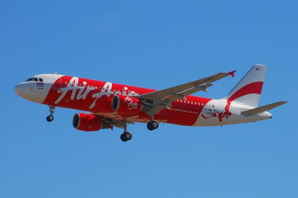 Avião do mesmo modelo do AirAsia que desapareceu na Indonésia