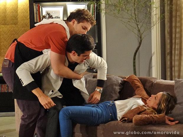Félix (Mateus Solano) não cai no papo de Amarilys (Danielle Winits) e defende Niko (Thiago Fragoso)