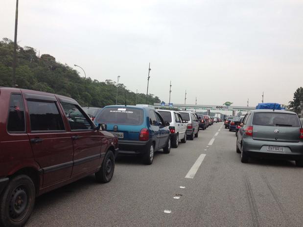 Motoristas também enfrentaram lentidão na rodovia Anchieta, sentido litoral