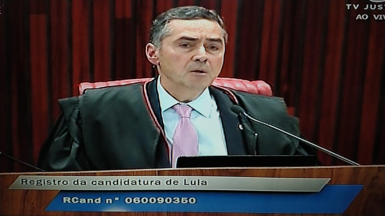 Relator ministro Barroso votou pela inelegibilidade de Lula