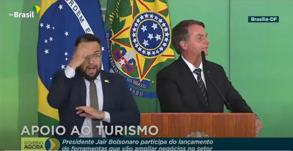 Jair Bolaonaro faz declaração contra máscaras