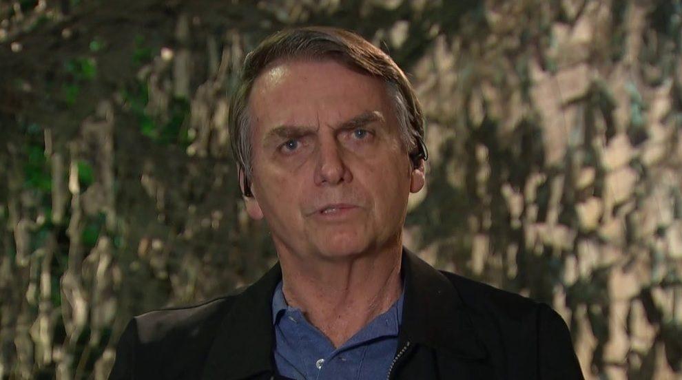 Jair Bolsonaro criticou a Folha ao ser entrevistado pelo Jornal Nacional