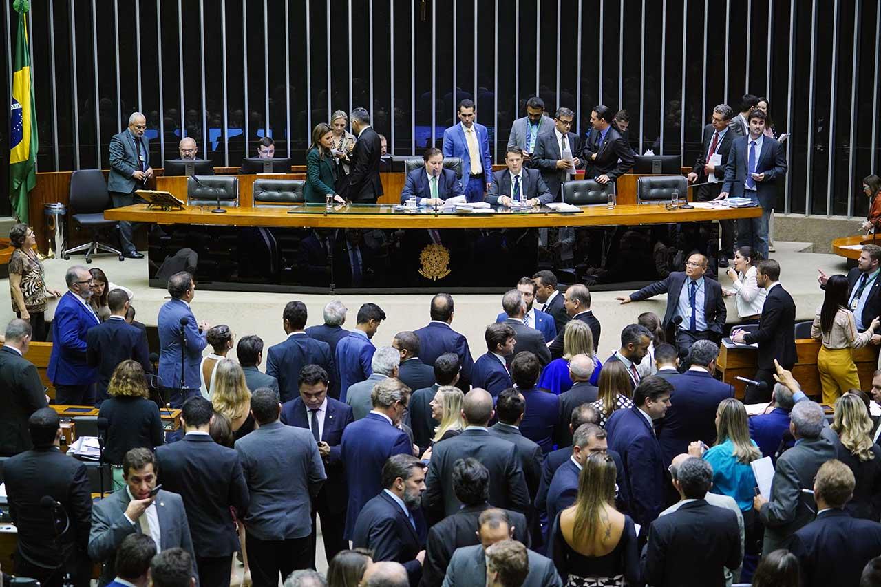 Deputados aprovaram lista de 37 ações que poderão ser consideradas abuso de autoridade