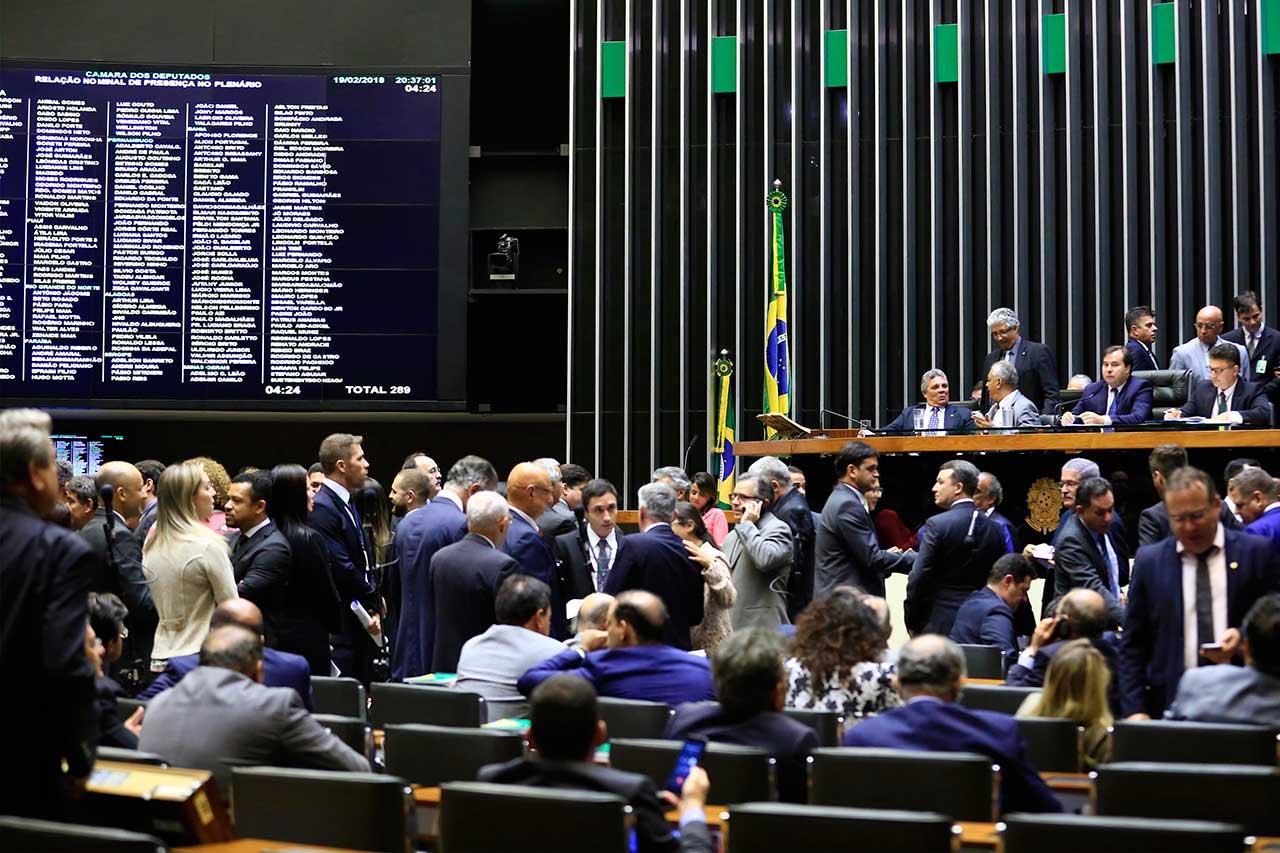 Deputados aprovaram o decreto de intervenção com sugestão para que o governo federal encaminhe recursos para a segurança pública do RJ