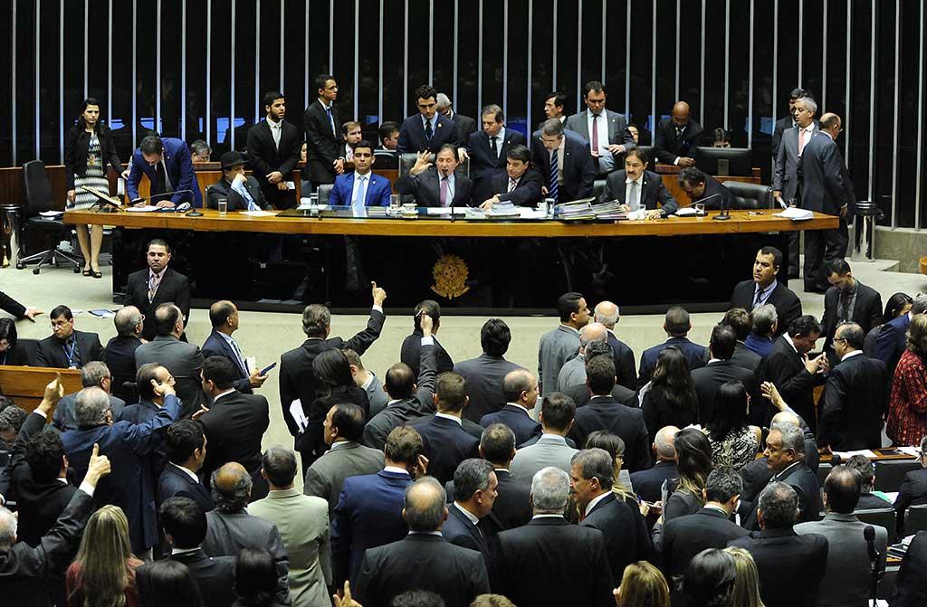 Deputados e senadores rejeitaram veto presidencial sobre o ISS. Derrubada do veto foi reivindicada na Marcha dos Prefeitos