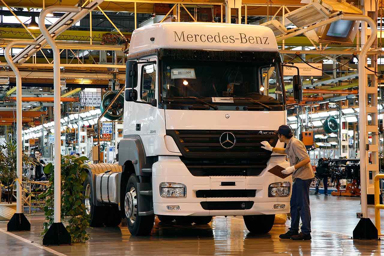 Produção de caminhões Mercedes-Benz em São Bernardo do Campo