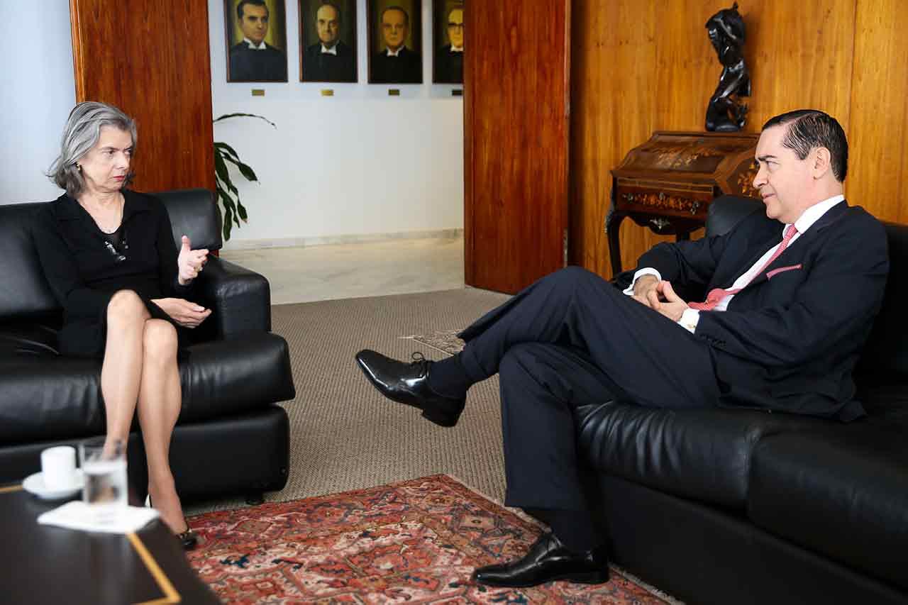 A presidente do Supremo Tribunal Federal (STF), Cármen Lúcia, reúne-se com o presidente do Tribunal Regional Federal da 4ª Região (TRF4), desembargador Federal Carlos Eduardo Thompson Flores, no STF