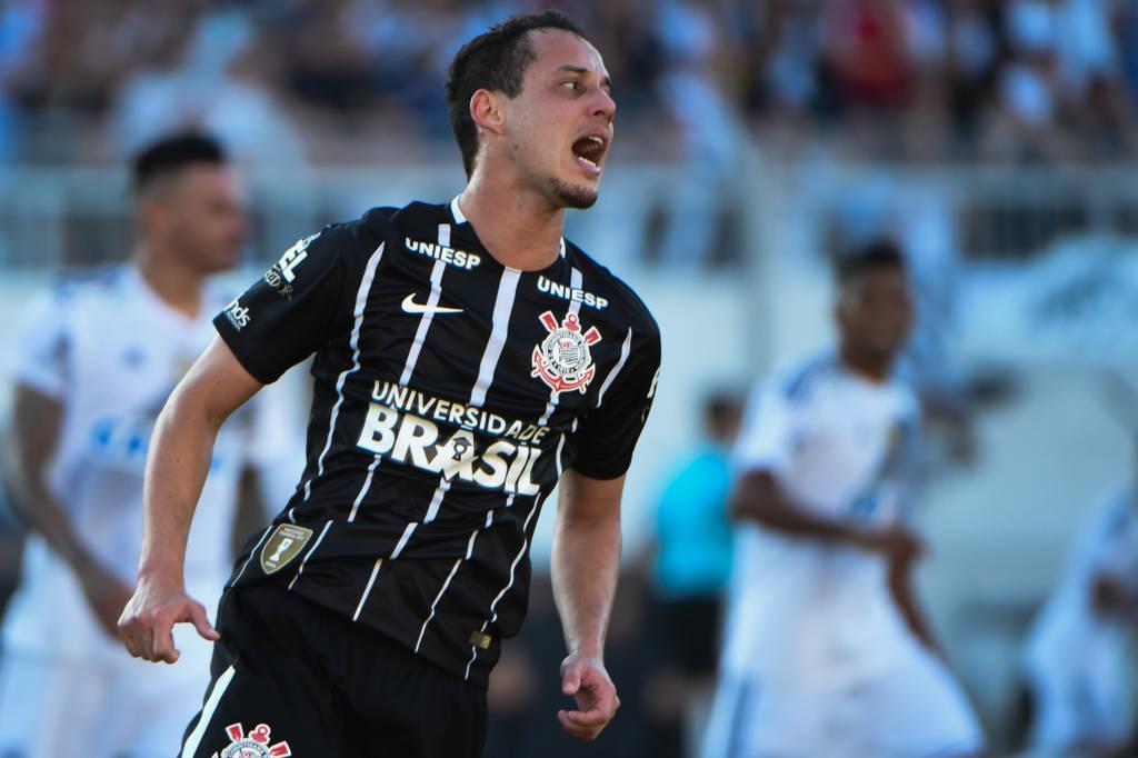 Rodriguinho, autor de dois gols na goleada do Corinthians sobre a Ponte Preta em Campinas