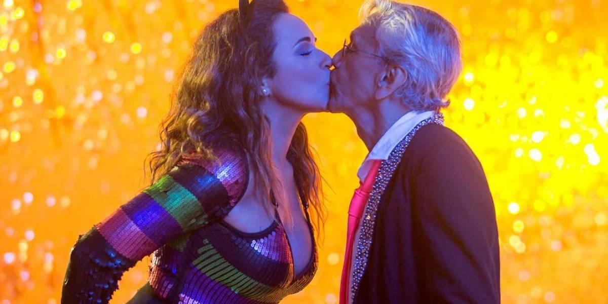 Daniela Mercury e Caetano Veloso em cena do videoclipe de