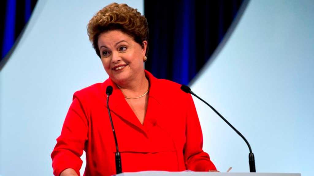 Dilma, durante campanha para sua reeleição, acusou oposição de que iria alterar os benefícios dos trabalhadores e que ela manteria as conquistas, mas agora, antes de assumir novo mandato, restringe os benefícios dos trabalhadores