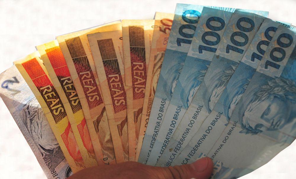 Atualmente o valor do salário mínimo é de R$ 724
