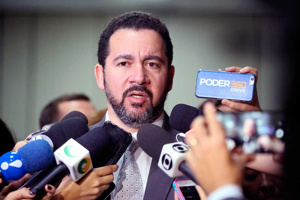 O ministro Dyogo Oliveira disse que 'não é verdade que o governo reduziu o salário mínimo'