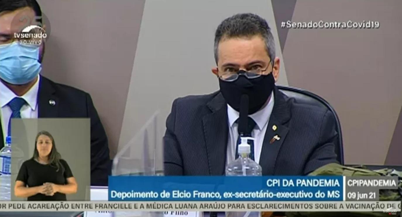 Élcio Franco explica demora na aquisição da CoronaVac
