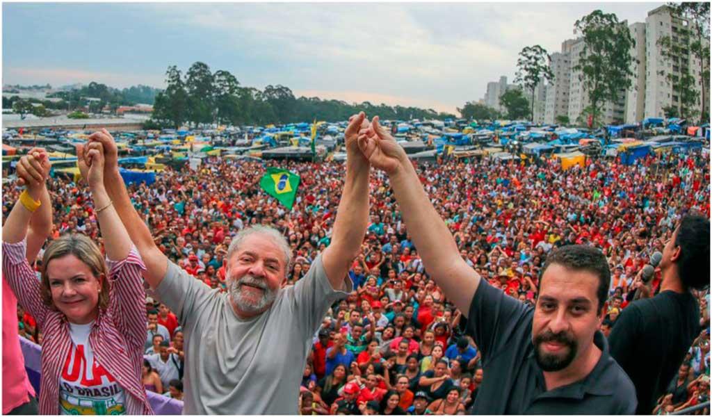 Senadora Gleisi Hoffmann, ex-presidente Lula, ambos do PT, e Guilherme Boulos do MTST