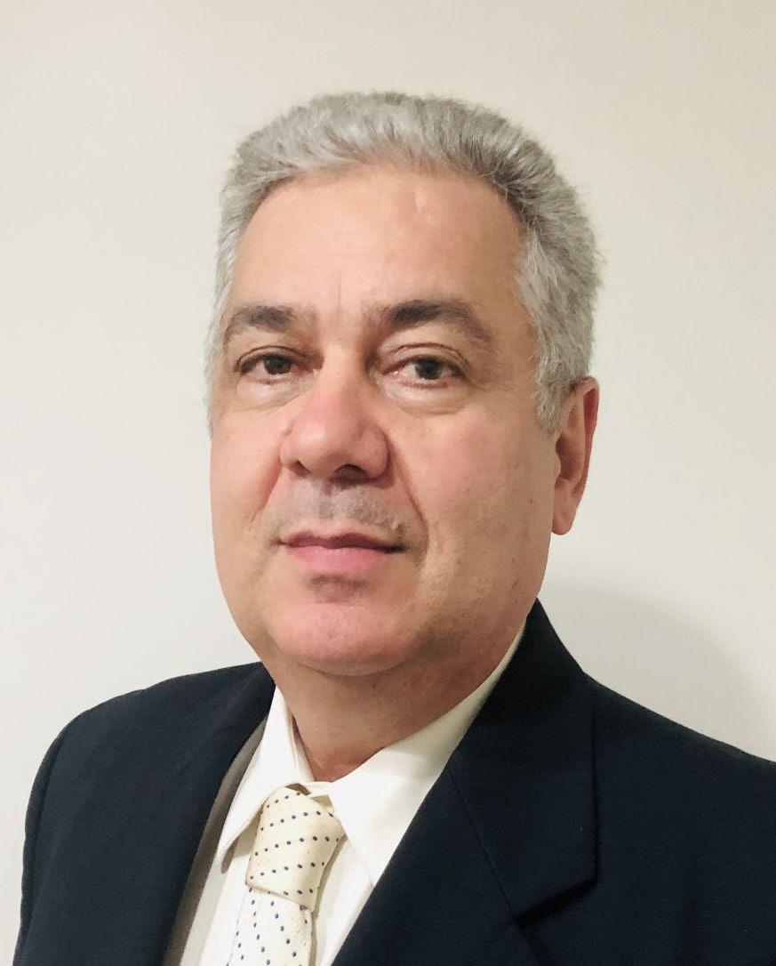 Doutor em Cirurgia (Urologia) pela UNIFESP (Universidade Federal de São Paulo), Titular em Urologia pela Sociedade Brasileira de Urologia