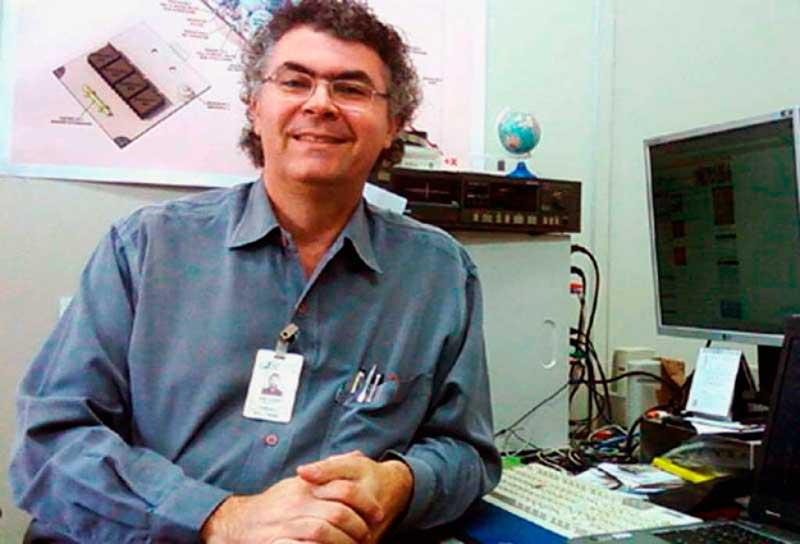 Mario Eugenio Saturno (cientecfan.blogspot.com) é Tecnologista Sênior do Instituto Nacional de Pesquisas Espaciais (INPE) e congregado mariano