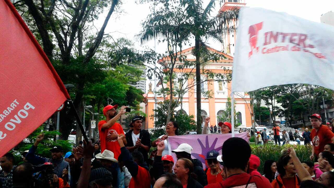 As lideranças do protesto destacaram a importância da resistência à reforma que visa suprimir direitos de aposentadoria da classe trabalhadora