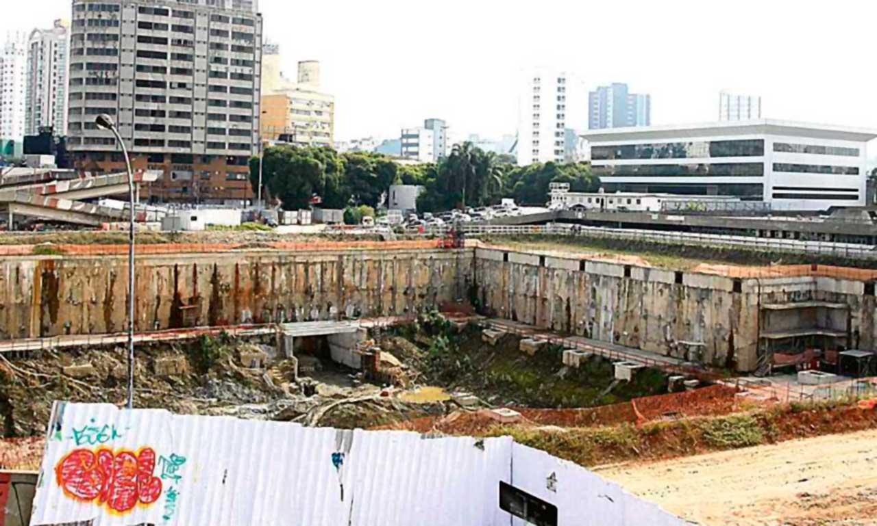 Obras do Piscinão do Paço Municipal abandonadas  (foto de julho de 2016)