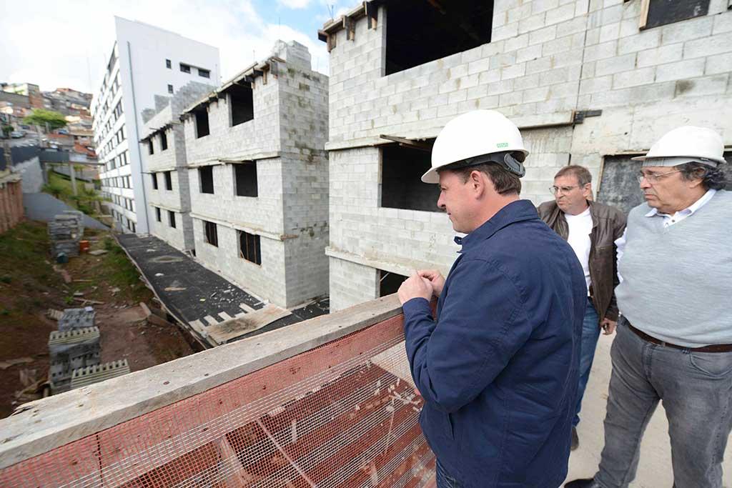 Orlando Morando efetua vistoria em obras de cnjuntos habitacionais no Jardim Silvina