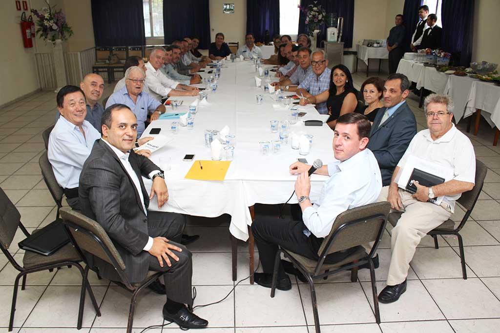 Primeira reunião com os futuros secretários que tomaram posse no próximo dia 1º de janeiro de 2017