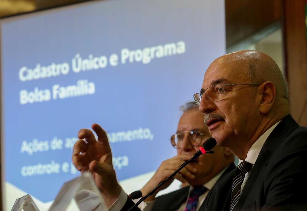 Ministro Osmar Terra afirma que terá aumento no Bolsa Família