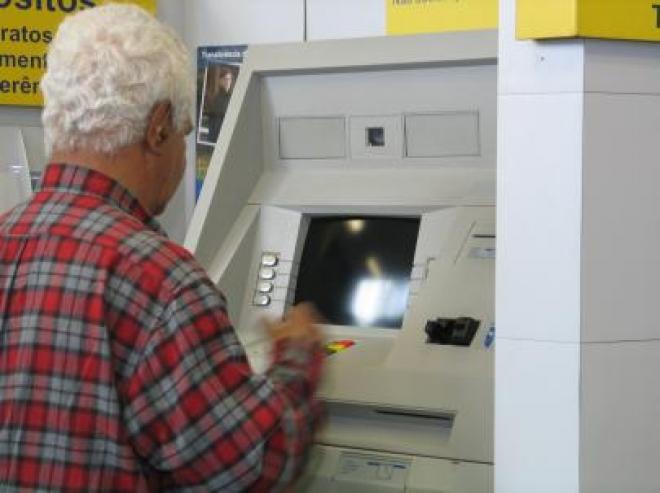 INSS muda dia de depósito de benefícios de quem ganha acima do mínimo por causa do fechamento dos bancos hoje