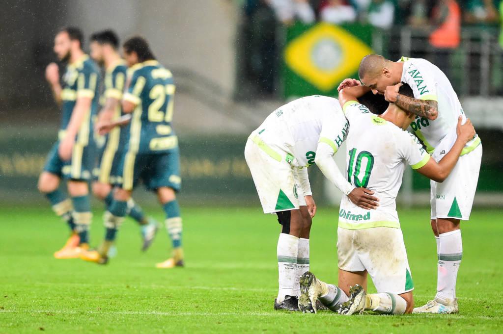 A ameaçada Chapecoense derrotou o Palmeiras na casa do adversário