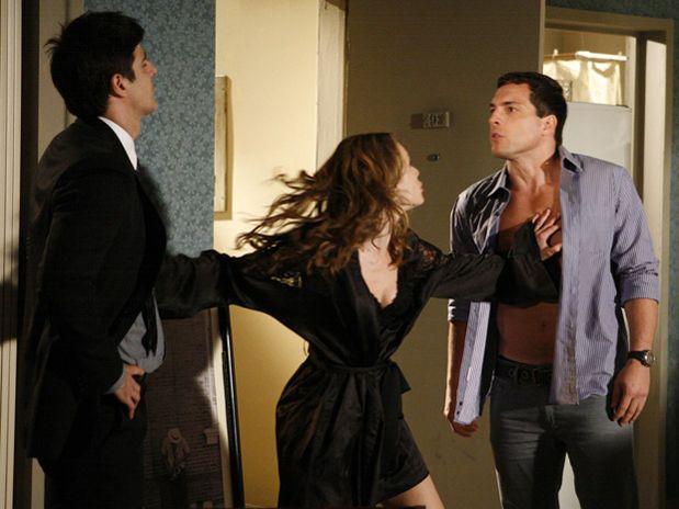 Clara tenta evitar que Diogo e Fred se enfrentem