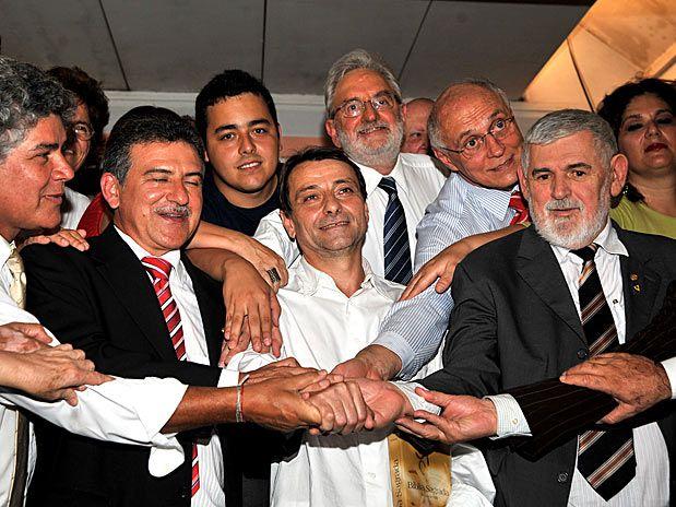Senadores e deputados visitaram o ex-ativista italiano Cesare Battisti, no presídio da Papuda, em Brasília