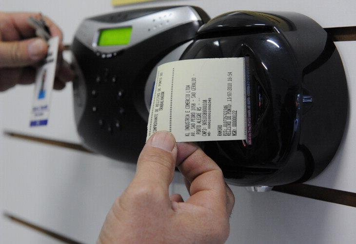 O MT fixou novas datas entre os meses de abril e setembro para a implantação do ponto eletrônico impresso, que passaria a valer a partir do dia 1º.